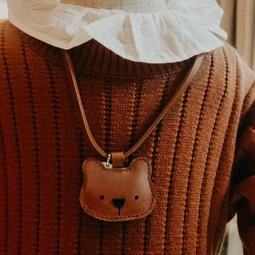 Collana orsetto indossata