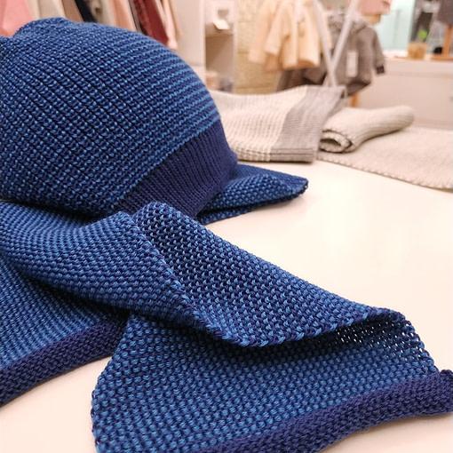 Cappellino lana merino blu brillante