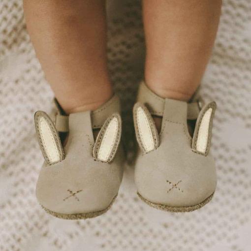 Scarpine animaletto coniglietto indossate