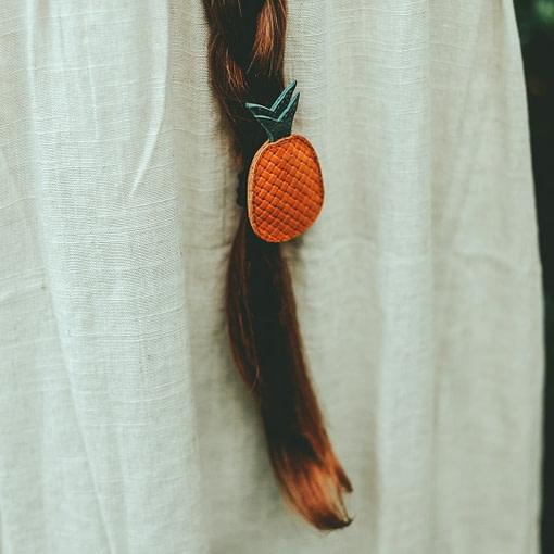 Elastico in pelle ananas indossato