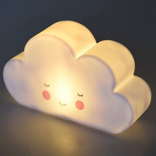 Lucina notturna nuvoletta